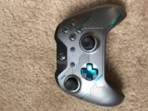 Halo Edition Xbox1 Controller in Fort Carson, Colorado