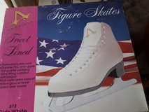Girls ice skates NIB in Bolingbrook, Illinois