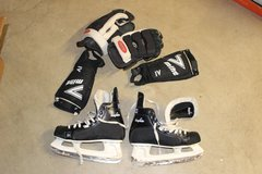 hockey skates & accessories in Elgin, Illinois
