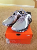 NEW Nike Air Mavin Low gym shoes, men's size 7 in Naperville, Illinois