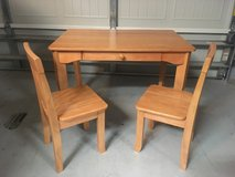 Kids desk and (2) chairs in Beaufort, South Carolina