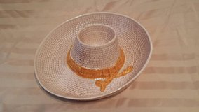 "(NEW) Hand painted Ceramic Woven Beige Straw Hat Chip & Dip Serving Dish, Mexican Sombrero 13"" 1... in Fairfield, California"
