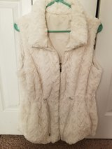 Reversible Faux Fur vest! Size LG! Like Brand New! in Fort Campbell, Kentucky
