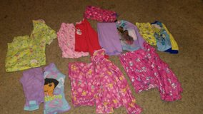 Girls size 6 pjs in Fort Campbell, Kentucky