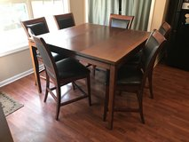 Dinning Room Table and Chairs in Fort Campbell, Kentucky