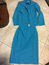 Women's size 10 2 piece business suit skirt and jacket in Wheaton, Illinois