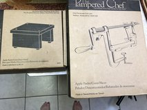 Pampered chef apple peeler corer slicer and stand new in Fort Leonard Wood, Missouri