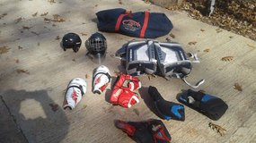 adult hockey/ goalie gear in Fort Campbell, Kentucky