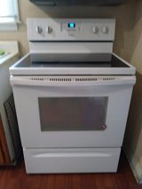 2 month old Whirlpool eletric stove and oven. in Kankakee, Illinois