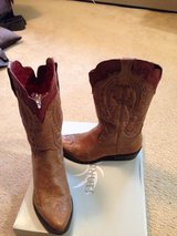 cowgirl boots tan in Yorkville, Illinois