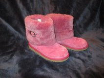 Hot Pink Uggs Mid Height - Girls size 4, Womens size 5 - like new condition in Westmont, Illinois