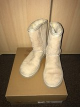 Women UGGS Classic Boot in Grafenwoehr, GE