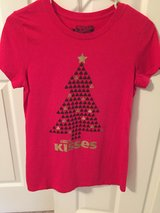 Old Navy Christmas T shirt in Pleasant View, Tennessee