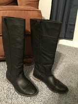 Boots Women's Sz9 in Pleasant View, Tennessee
