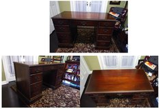 Beautiful Vintage Wood Desk in Algonquin, Illinois