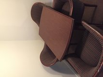 Table w/chairs excellent condition in Pasadena, Texas