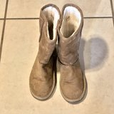 Girl Size 2 Old Navy Boots EUC in Travis AFB, California