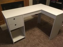 L desk in Fort Campbell, Kentucky