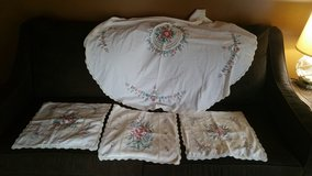 Very Pretty Vintage Set Embroidery Flowers Pillow Cover & Table cloth in Camp Lejeune, North Carolina