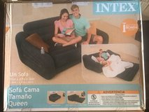 Brand new air couch in Fort Leonard Wood, Missouri