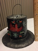 Holiday metal top hat in Sandwich, Illinois
