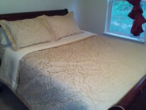 Double sided comforter and matching pillow set in Fort Campbell, Kentucky