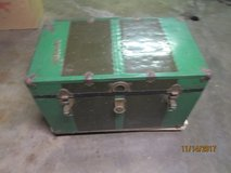 VINTAGE STEAMER TRUNK CHEST. in Yorkville, Illinois