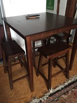 Hardwood Dining table and 4 stools in Wiesbaden, GE