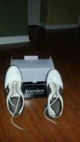 Golf shoes   ...  barely used in Algonquin, Illinois