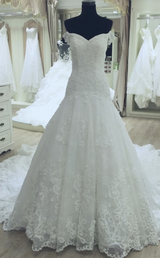 NEVER WORN WEDDING DRESS in Yuma, Arizona