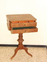 Elegant Small Table Sewing Table in Wiesbaden, GE
