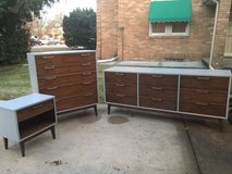Dresser set - mid century modern in Bartlett, Illinois