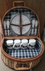 PICNIC BASKET WITH SUPPLIES, NWT in Lakenheath, UK