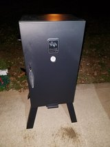 Black / Iron 3 Rack Electric Smoker in Fort Campbell, Kentucky