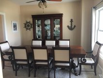 Broyhill Dining Room Table and Chairs in Ottawa, Illinois