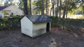 Dog House *FREE* Suitable 4large dog Must be picked up by Weds 11/ 22 in Beaufort, South Carolina