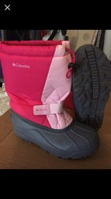 Columbia Girls Winter Boots Size 5 in Fort Meade, Maryland