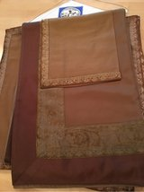 Crate and Barrel Tablecloth &  8 Napkins Like New in Glendale Heights, Illinois