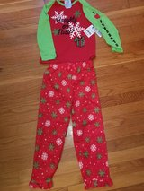 Girls size 5 Christmas pjs in Fort Leonard Wood, Missouri