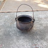 "Small ""witches"" cook pot in Beaufort, South Carolina"