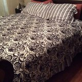 ***Like New KING Size Complete Bed in a Bag*** in Cleveland, Texas