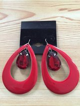 Earrings Big red in Fort Lewis, Washington