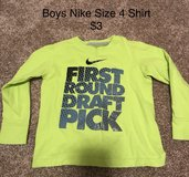Size 4 Boys Nike Shirt in Naperville, Illinois