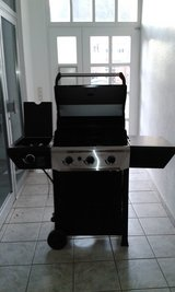 3 Burner Gas Grill - Never been used in Wiesbaden, GE