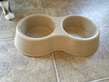 Dog Food and water bowl set in Manhattan, Kansas