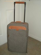 Hartmann Luggage Travel Suitcase - Great for the upcoming holidays! Christmas, vacation! in Kansas City, Missouri