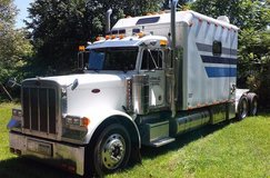 2001 Peterbilt 379, Semi TruckTractor, 130 ICT Sleeper in Philadelphia, Pennsylvania