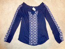 New w/tag WHBM Embroidered on/off shoulder Navy top sz.XS in Camp Lejeune, North Carolina
