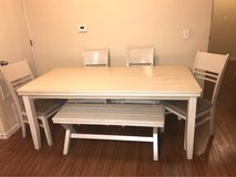 Dining Table seats 6 very pretty in Bolingbrook, Illinois
