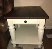 Wnd Table like new in Shorewood, Illinois